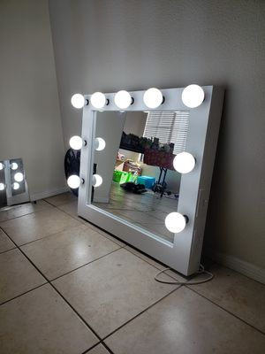 Vanity makeup mirror 30x36 for Sale in Jurupa Valley, CA