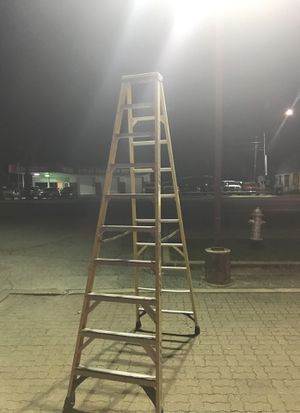 10 foot Werner aluminum ladder 2017 year / 325 Lbs for Sale in Austin, TX