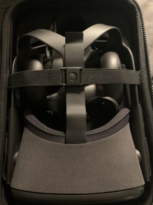 Oculus Quest 64GB with case for Sale in Greenbelt, MD