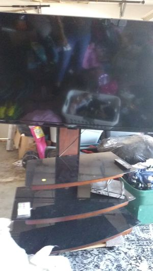 Emerson tv and stand for Sale in Phoenix, AZ
