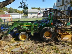 1983 john deere 750 tractor with front loader for Sale in UPPR CHICHSTR, PA