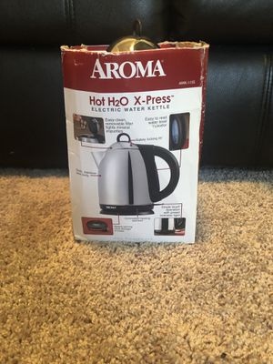 AROMA hot h20 X- press electric water kettle 1.5L color silver if you go buy in store you would find it for 40 dollars for Sale in Herndon, VA