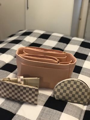 Beautiful Purse Organizer wallet and makeup bag for Sale in East Hartford, CT