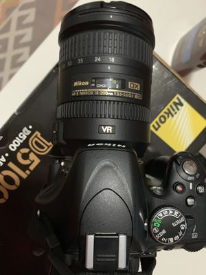Nikon D5100 with extra lens and accessories for Sale in Pembroke Pines, FL
