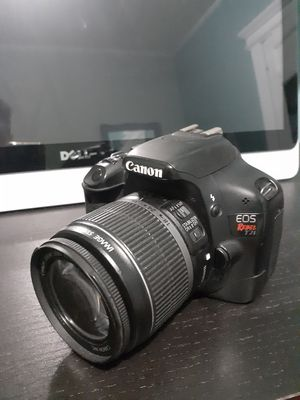 Canon EOS Rebel T2i 550D DSLR Camera with EF-S 18-55mm f/3.5-5.6 IS Lens for Sale in City of Orange, NJ