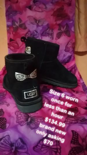 Ugg boots $134.99 new. Wore 1 time less than an hour. Photo says $70 i lowered to $60. for Sale in Tampa, FL