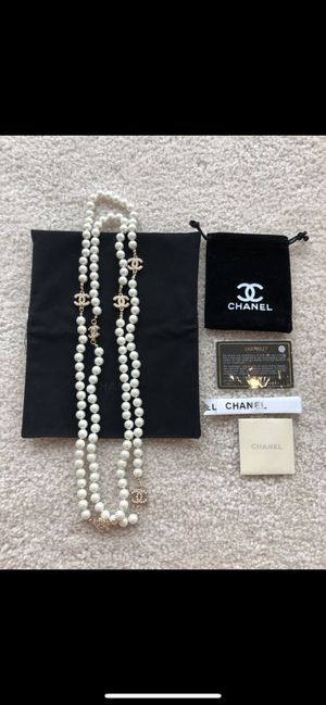 Gorgeous Chanel necklace very sexy & classy! Comes with a dust bag & Chanel authenticity card! for Sale in Las Vegas, NV