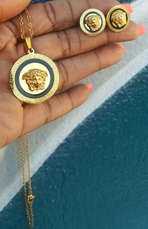🚚💨I deliver🚀I Ship...😍😍💎14k Gold plated 💦Necklace earrings and charm🌟🌟🌟🌟🌟 for Sale in Hollywood, FL
