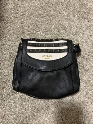 Small authentic guess cross body, genuine leather for Sale in Spanaway, WA