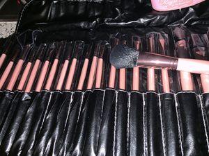 24 pcs makeup brushes set for Sale in Forestville, CA