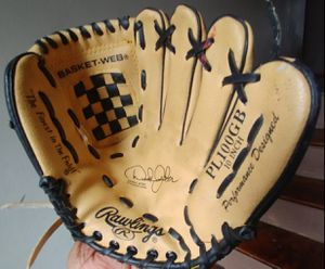 Rawling left hand glove for Sale in St. Louis, MO