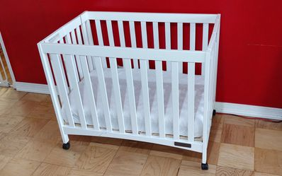 Foldable Crib Rolling Crib Compact Crib for Sale in Queens,  NY