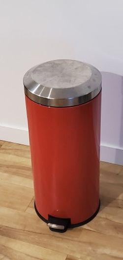 30L Step Trash Can for Sale in Salt Lake City,  UT