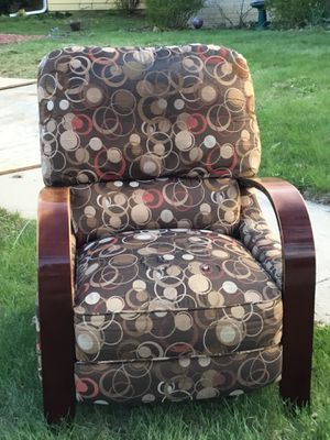 Curb Alert Free Recliner for Sale in West Bend, WI