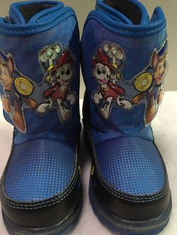 Paw Patrol Chase and Marshall toddler boys size 7 light up winter snow boots for Sale in Berwyn,  IL