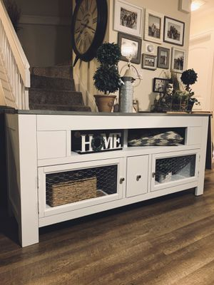 Beautiful Tv Stand / Media Console / Entertainment Center / Buffet for Sale in Spring Valley, CA