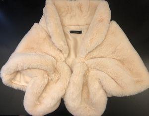 Caracilia Glam FAUX FUR Wedding Shawl WRAP Stole Shrug Bridal Cover Up w/ Pockets - Ivory Beige Small for Sale in Las Vegas, NV