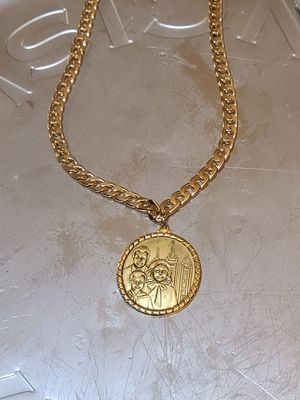 GOLD CHAIN NECKLACE WITH MEDALION for Sale in Phoenix, AZ