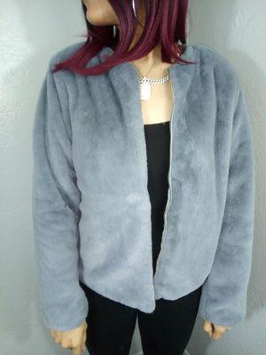 Grey Faux Fur Jacket great condition/ chaqueta Gris de peluche talla grande for Sale in Fullerton, CA