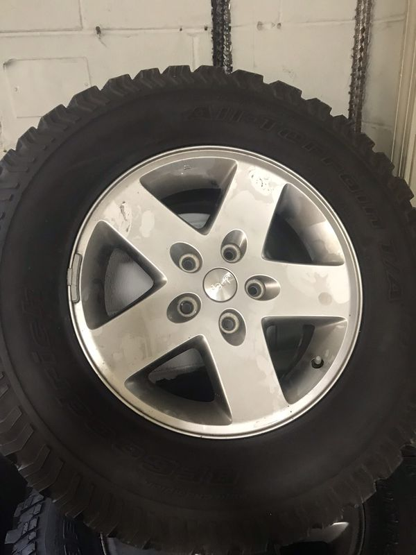 2010 Jeep Wrangler factory wheels 17 inch tires have 75%tread left