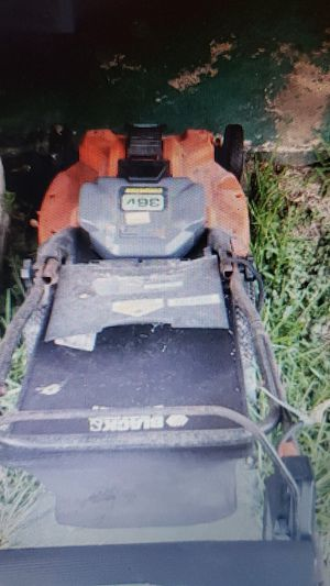 Black and decker cordless lawn mower for Sale in Houston, TX