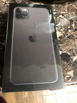 IPHONE 11 pro max 256 UNLOCKED 2 years APPLE CARE for Sale in MONTGOMRY VLG, MD
