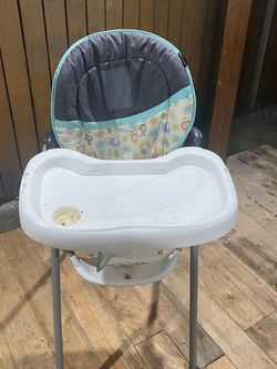 High Chair In Good Condition for Sale in Joint Base Lewis-McChord,  WA