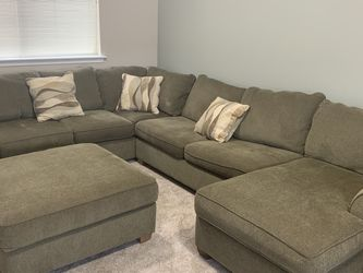 U-shaped Sleeper Sectional with storage Ottoman, seats 7+, full mattress incl EXCELLENT CONDITION!!! for Sale in Sumner,  WA