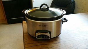Small crock pot ... digital ... slow cook up to 10 hrs for Sale in Virginia Beach, VA