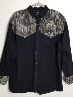 spartan Realtree two tone camo button up shirts Size M Gently used for Sale in French Creek,  WV