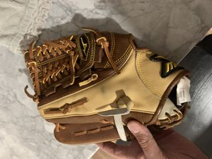 Mizuno Baseball Glove for Sale in Norfolk, VA