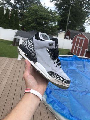 Jordan retro 3 Wolf grey size 4.5y for Sale in Brooklyn Park, MD