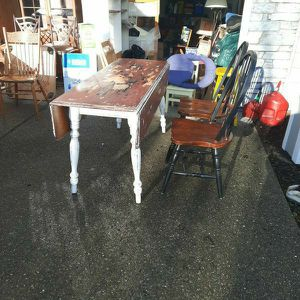 Maple Drop Leaf Table And Chairs for Sale in Snohomish, WA
