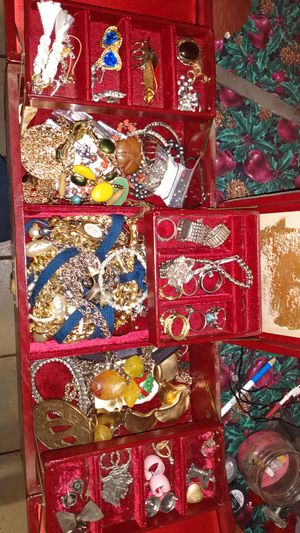 Vintage and current wearable jewelry. for Sale in Glendale, AZ