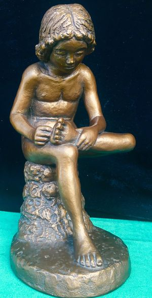 Gorgeous vintage 1969 sculpture Boy with Thorn by Austin Art H10.5xW6xD6.5 inch for Sale in Chandler, AZ