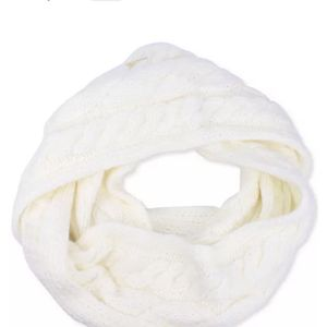 Michael Kors Super Cable Infinity Scarf for Sale in Glendale, CA