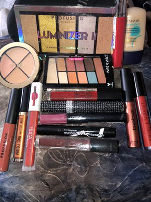 New makeup bundle for Sale in Visalia, CA