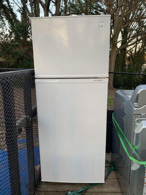 Daewoo Refrigerator/Freezer Like New - Free Delivery for Sale in Smyrna, GA
