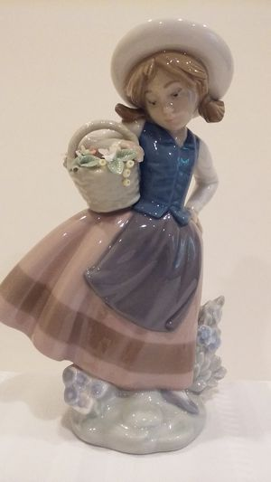 LLADRO FIGURINE #5221 SWEET SCENT for Sale in Stamford, CT