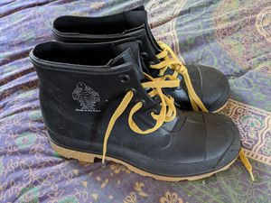Bata Steel Toe Rubber work boots - Size 9 for Sale in Lakeside, CA