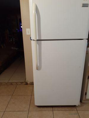 Fridgedar fridge works goos no issues for Sale in Glendale, AZ