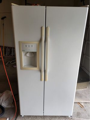 Refrigerator good condition for Sale in Edgewood, WA