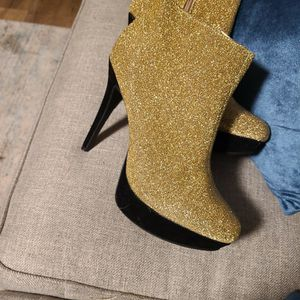 metallic gold size 10 for Sale in Lochearn, MD