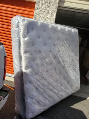 Pillow top King size mattress for Sale in Federal Way, WA