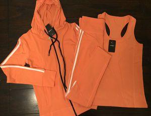 3 piece set hoodie leggings and top new. Conjunto de sudadera Mallon y blusa, nuevos for Sale in Phoenix, AZ