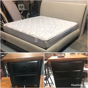 King bed, dresser, mirror, nightstand for Sale in Nashville, TN