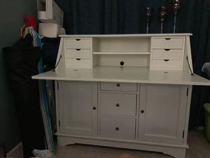 White wood desk for Sale in Miami, FL