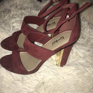 Red & gold heels size 6 for Sale in Fayetteville, NC