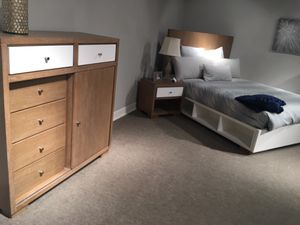 New show room floor model Queen set bedroom set by Avalon furnitures for Sale in Durham, NC