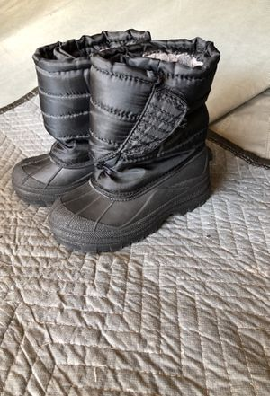 Kids snow boots size 1 for Sale in Corona, CA
